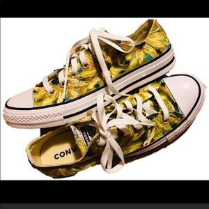 New hand painted sunflower Converse Size 8